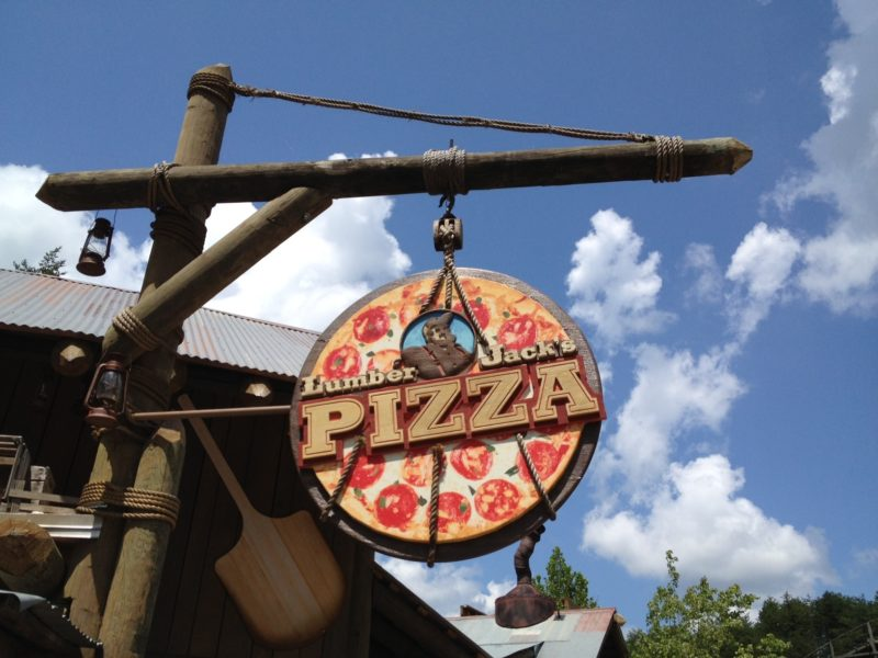 Dollywood-lumberjacks-pizza